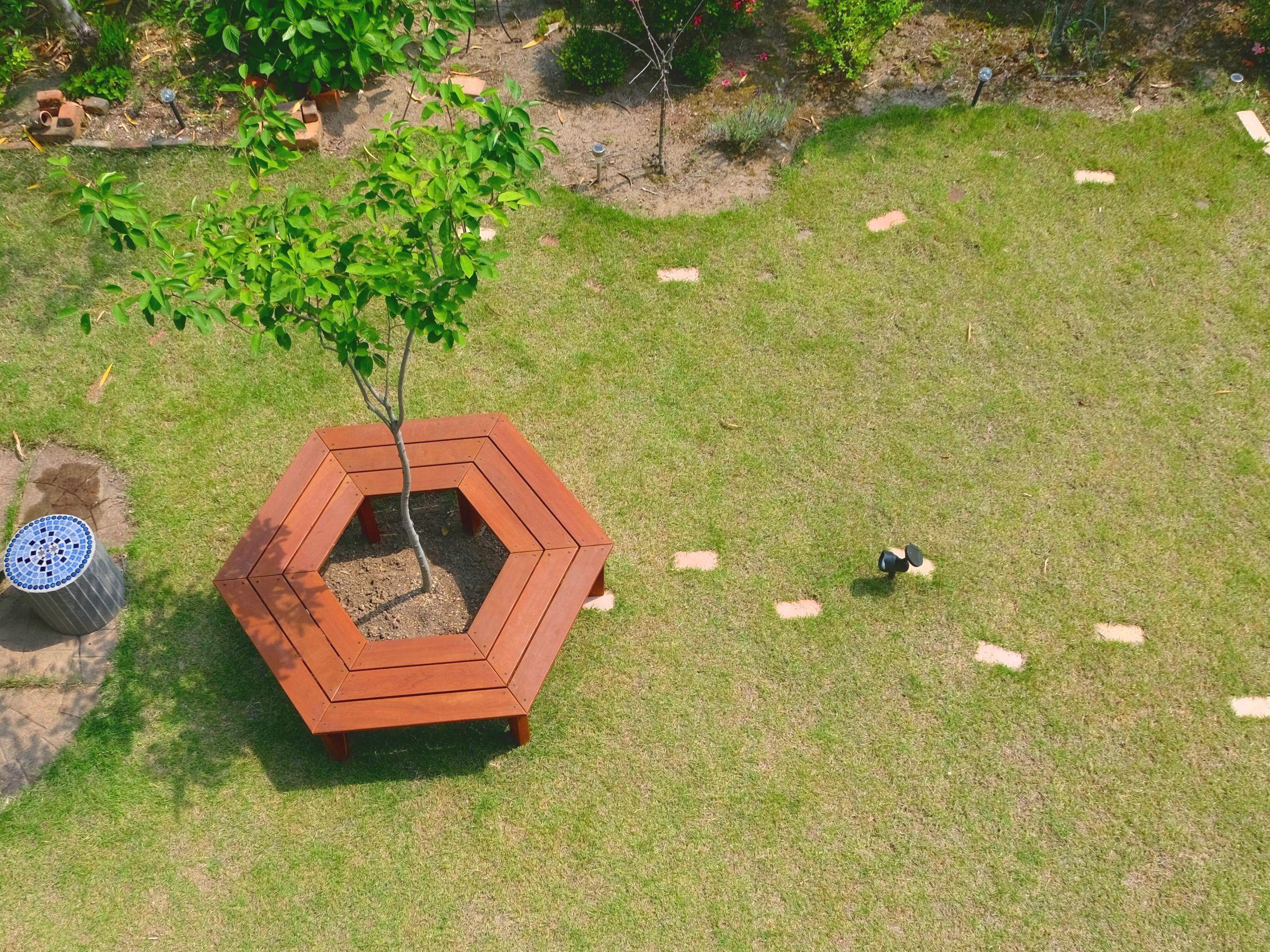 自宅の庭が公園のようになる天然木のサークルベンチ