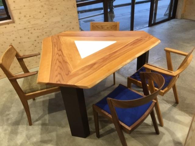 三角テーブル 特注 杉無垢材